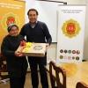 Emocionada ganadora de un notebook de última generación recibe su premio en Cuartel General